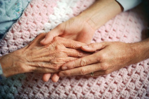 Rosie_O_Beirne-dying-at-home-hands-on-pink-blanket-google-624x416